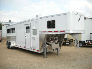 LIVING QUARTERS Model 8533 25FT Three Horse Slant Gooseneck Trailer