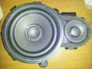 2010   2004 Volvo S40 / V50 Left Front Door Speaker