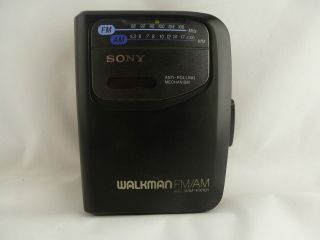 Sony Walkman WM FX101 Portable Cassette Player & AM/FM Radio w/ Belt