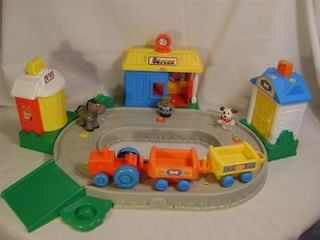 FISHER PRICE LITTLE PEOPLE 2004 FARM TRAIN SET WITH SOUND/MUSIC (WORKS