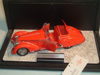 1937 Alfa Romeo 2900B Franklin Mint 1 24 Diecast with Display Case