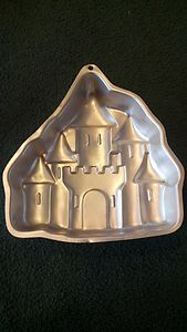 1998 WILTON CAKE PAN CASTLE BIRTHDAY THEME PARTY EXCELLENT CONDITION