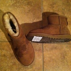 UGG Size 8 Australian Carmel Brown UGG with Flower Designs on Front