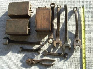 VINTAGE ANTIQUE FORD TOOLS FORD WRENCHES FORD MODEL T TOOLS BATTERIES