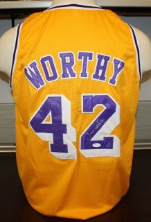 JAMES WORTHY Autographed Los Angeles Lakers Gold Jersey Authenticated