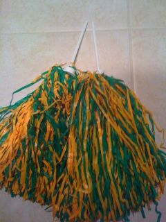 pom poms,cheerleading pom poms,black and gold cheerleading pom poms