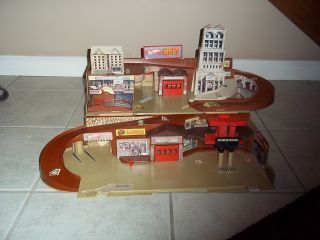Vintage 1979 Mattel Hot Wheels City Sto and Go Playset